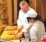 パンの切り方を学ぶ