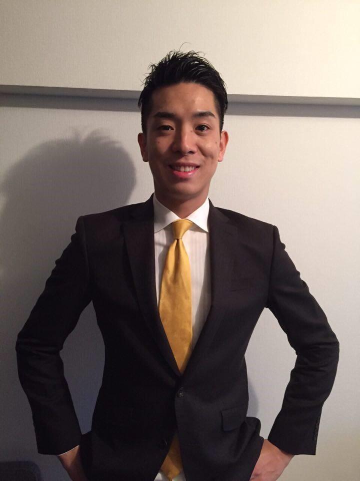 スーツ姿男性①