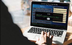 """『""""新""""仕事の進め方研修』は、PC とインターネット環境があれば、 参加できるビジネスゲームだ。 PDCA、優先順位付け、時間管理 の大切さ、報連相の重要性など、 仕事をするための基礎スキルを 体感しながら学習できる。"""